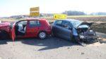 Schwerer Verkehrsunfall mit zwei Leichtverletzten und zweimal Totalschaden.
